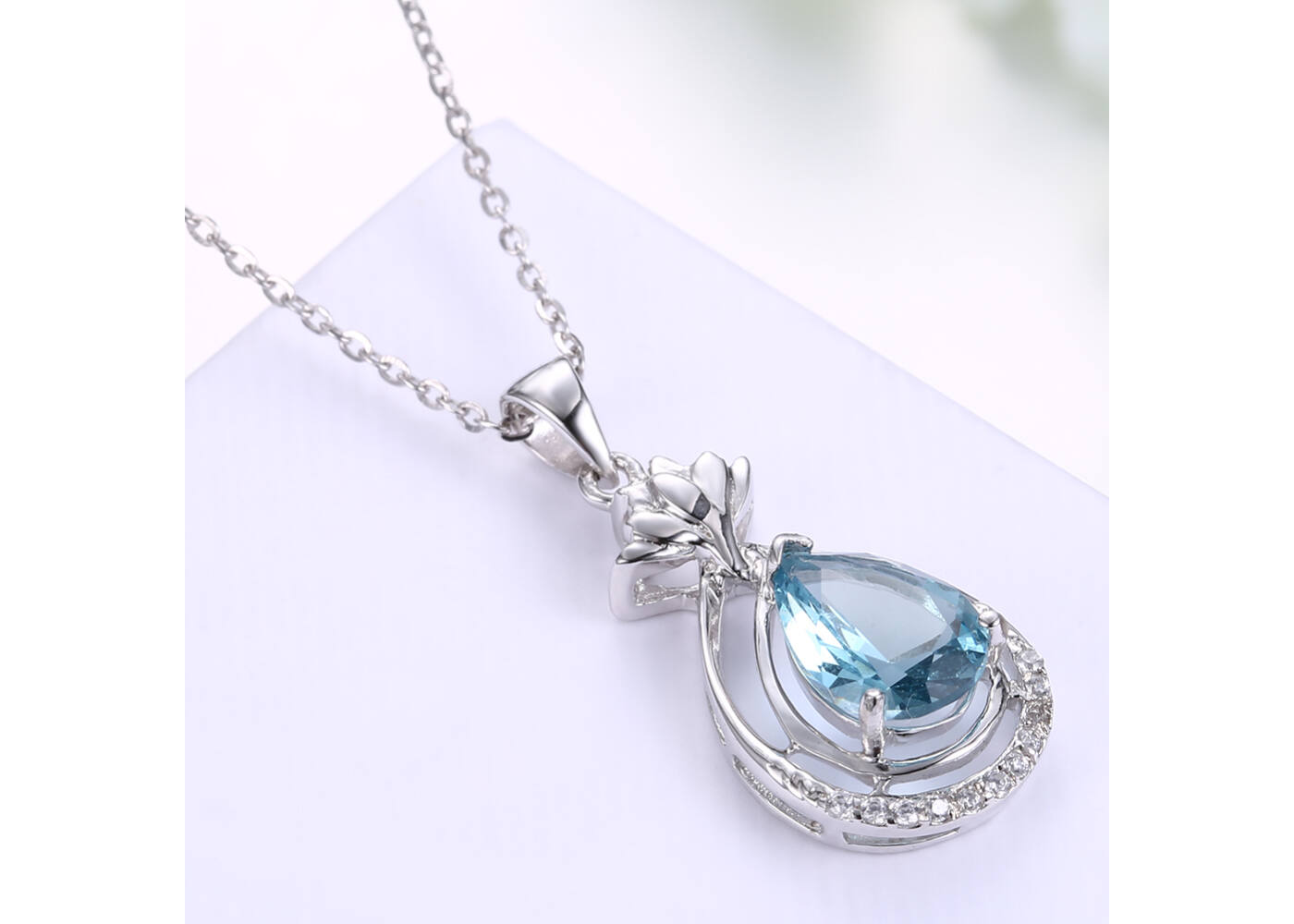 a68fa475c7 925 Sterling ezüst nyaklánc kék kristály csepp alakú medállal