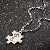 Nemesacél páros puzzle nyaklánc, király és királynő motívumokkal, koronával, ajándékdobozzal