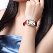 DOM márkájú elegáns piros óra