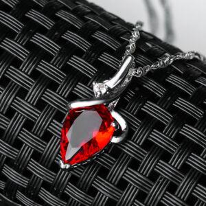 piros cirkónium medál nyaklánccal