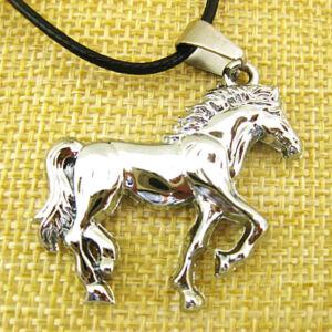 Nemesacél ló medál bőr nyaklánccal, ezüst színű