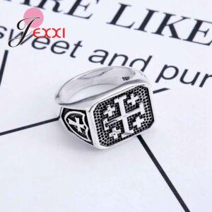 Ezüstözött kereszt motívumos pecsétgyűrű, 9