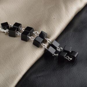From Maria King Ezüstözött fekete kockagyöngy karkötő