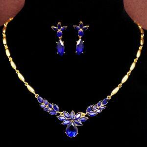 Kristályokkal kirakott nyaklánc és fülbevaló szett, kék