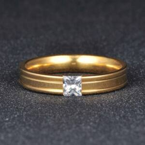 Nemesacél szögletes köves karikagyűrű több méretben
