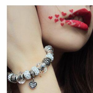 Pandora stílusú piros Charm karkötő, szív és virág motívumokkal