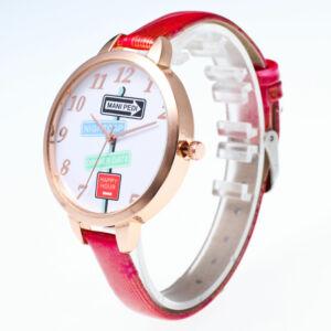 Fiatalos, trendi és látványos óra jópofa feliratokkal, piros szíjjal