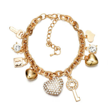 Pandora jellegű charm arany színű karkötő