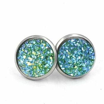 Nemesacél fülbevaló kristályokkal kirakva, zöld - 1,4 cm