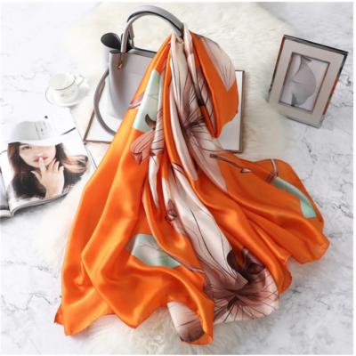 Gyönyörű selyemhatású kendő, narancssárga