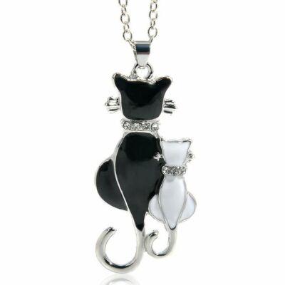 Két cica összesimulva medál, ezüst-fekete-fehér, kristályokkal