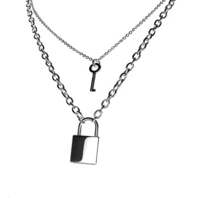 Lakat és kulcs medál két nyaklánccal, ezüst színű