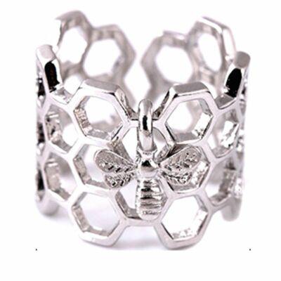 Méhecske és kaptár motívumos gyűrű, állítható méret - ezüst színű