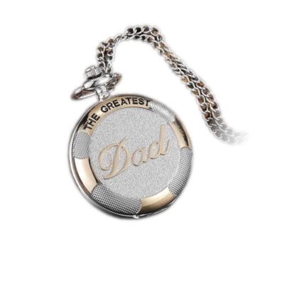 2cefce2dd6 'The greatest dad' (a legnagyszerűbb apa) feliratú ezüst színű nemesacél  zsebóra lánccal
