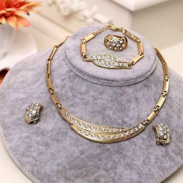 Maria King, Arany színű izgalmas formájú nyaklánc, fülbevaló, karkötő és gyűrű szett