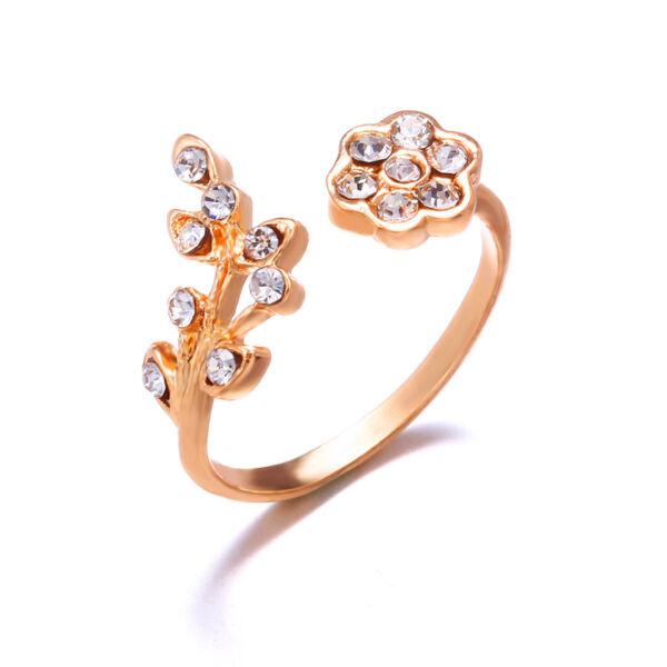 Állítható méretű kristályokkal kirakott virág gyűrű, arany színű