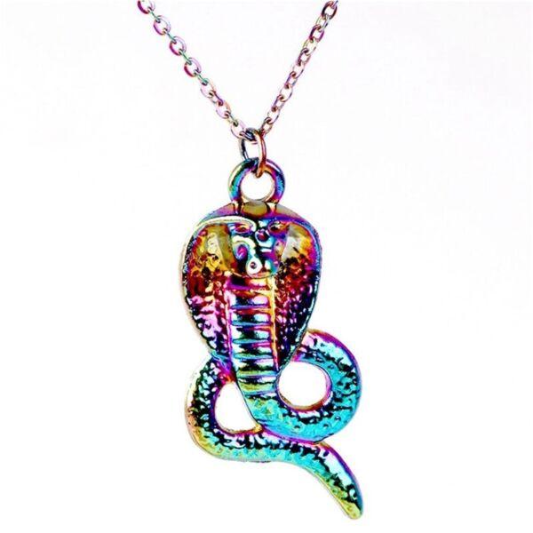 színes-kobra-medál-lánccal
