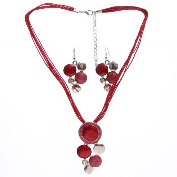 Bőr és zománc nyaklánc medállal és fülbevalóval, piros